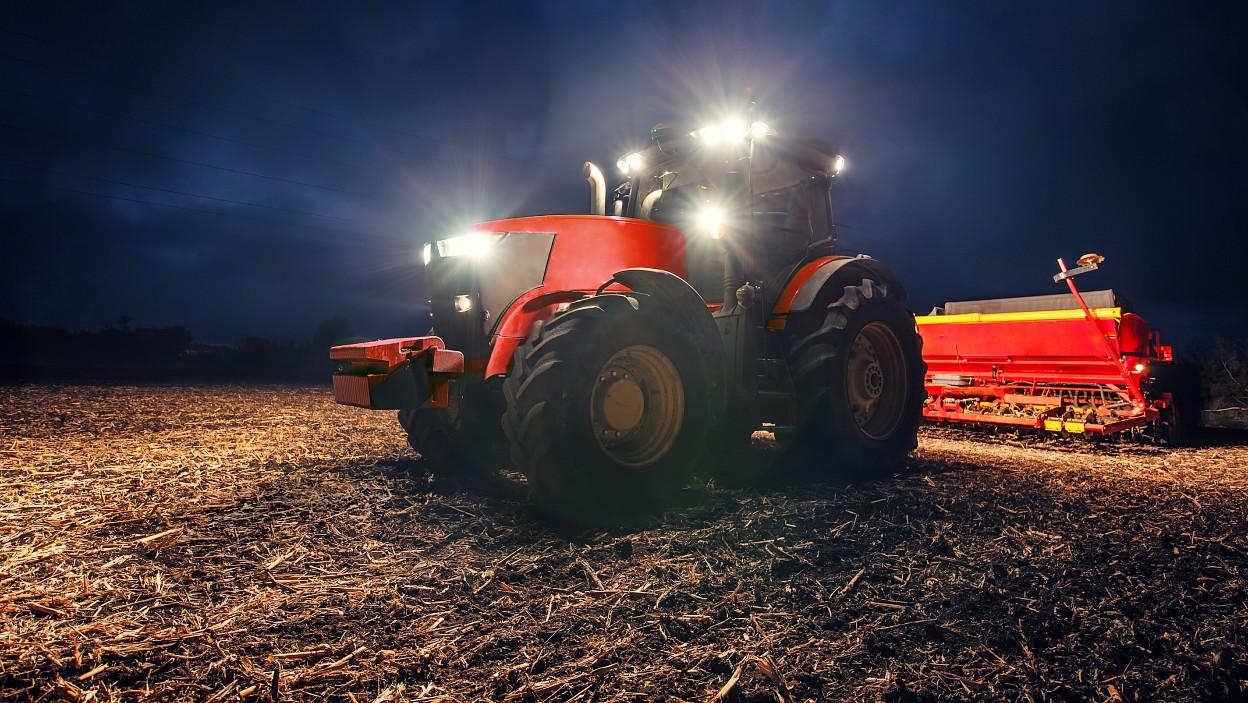 Ako zvoliť doplnkové osvetlenie pre traktor a kombajn?